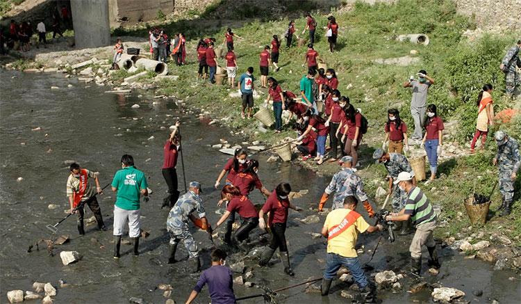 slc-princess-on-bagmati-river-cleaning-1